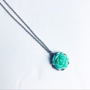 Jewelry - Delicate Rose Necklace, EUC